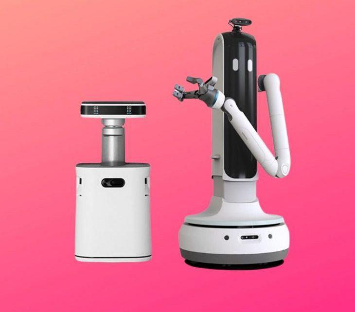 Khách mời thích thú với robot rót rượu của Samsung tại CES 2021